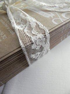 45cbd869bd Csipke és zsákvászon esküvői dekorációs ötletek | Love DIY Wedding blog
